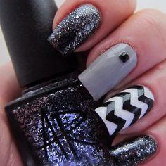 Black gray and glitter nail art Pretty Nail Colors, Pretty Nail Designs, Pretty Nails, Dark Nails, Hot Nails, Hair And Nails, Fabulous Nails, Perfect Nails, Gorgeous Nails