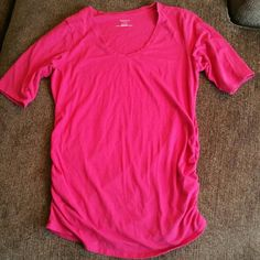 Maternity Tee Bright pink scoop neck maternity tee. Motherhood Maternity. Size L. Motherhood Maternity Tops Tees - Short Sleeve