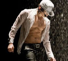 Rain (비) - now that's a nice wet, white shirt hotttttttttt but i want to see your face rain. Korean Men, Asian Men, Korean Actors, Kim Wo Bin, Six Pack Abs Diet, Romantic Kiss Gif, Kim Joong Hyun, Bi Rain, Make It Rain