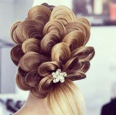 Absolute love this creation of hair. Big, unique,weddings