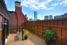 Roof top patio with a view of the skyline| bosvi.com