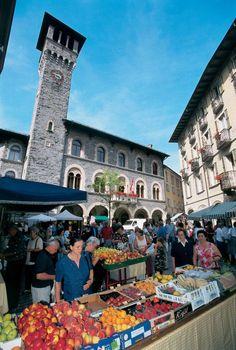 Picture of a market in Bellinzona, Ticino's capital, in Alto Ticino.