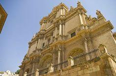 Monumental fachada de San Patricio de Lorca.