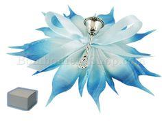 Campanellino in metallo argentato confezionato con scatola e confetti celesti #bomboniera #nascita #bambino #campanellino #argento