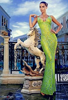 When You Dress Nice, Others Are Nicer To You. Many people enjoy trying to improve their fashion sense. Nicole Murphy, Girl Fashion, Fashion Outfits, Fashion Design, Green Fashion, Ladies Fashion, Fasion, Fashion Trends, Vintage Vogue Fashion