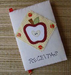 Caderno brochura (14 X 21 cm), capa dura, com 96 folhas, encapado com manta acrílica e tecido de algodão cru na cor bege ou em tecido estampado e com aplicações feitas à mão. Acompanha capa plástica protetora. Obs- A padronagem dos tecidos poderá não ser a mesma da foto , mas as cores serão mantidas. R$ 25,00