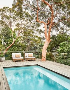A lovingly renovated bush-meets-beach property in Sydney captured the hearts of its owners, a well-travelled family of four. Australian Architecture, Australian Homes, Indoor Outdoor, Outdoor Living, Stradbroke Island, Pool Landscape Design, Modern Rustic Homes, Beach Properties, Contemporary Apartment