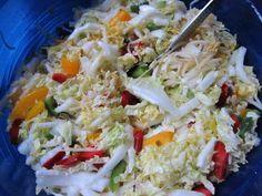 Das perfekte Chinakohlsalat mit Chinakohl frisch und rote Paprika-Rezept mit Bild und einfacher Schritt-für-Schritt-Anleitung: 1. Chinakohl kleinschneiden…