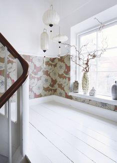 Gør det selv-lysten ses tydeligt i Dorthe Kvists personlige hjem, der er fuld af hjemmebyggede borde, reoler og små, unikke skulpturer