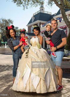 The Real talk show co-host Tamera Mowry-Housley and her family met Princess Tiana at Walt Disney World in Lake Buena Vista, Florida Black Celebrity Kids, Black Celebrity Gossip, Celebrity Couples, Celebrity News, Disney World Trip, Disney Parks, Walt Disney, Black Celebrities, Celebs