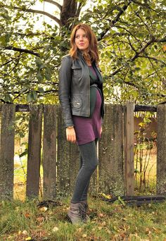 Maternity outfit with great layering.