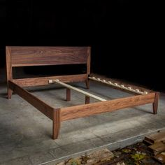 Mid Century Modern bed in solid walnut. This is a king size with headboard and two legs on the center support. Mid Century Modern Bed, Mid Century Bed, Modern Platform Bed, Platform Bed Frame, Cama Vintage, California King, Bed Hardware, Wood Sample, Mid-century Modern
