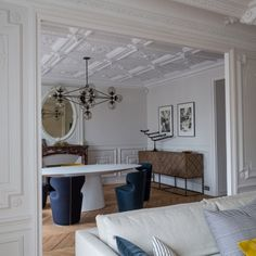 Dolce Vita Parisienne ! Visit our page for more interior design inspirations at www.memoir.pt/inspirations