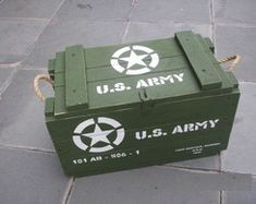 Creating an Army Bedroom Army Birthday Parties, Army's Birthday, Wooden Crates, Wooden Boxes, Boys Army Room, Wood Projects, Woodworking Projects, Camouflage Party, Army Decor