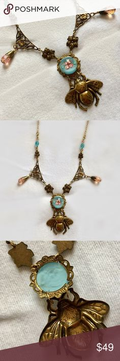 Bumble bee vintage necklace Beautiful & fun. Bee and flower 🌺 necklace. Designer , brass , excellent condition Jewelry Necklaces