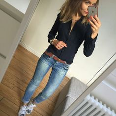 Schwarzes Hemd Jeans und ein dicker brauner Gürtel Schwarzes Hemd Jeans u Black shirt jeans and a thick brown belt Black shirt jeans u # fashion … Mode Outfits, Casual Outfits, Fashion Outfits, Womens Fashion, Dress Casual, Fashion 2018, Ladies Fashion, Casual Shirts, Fashion Brands