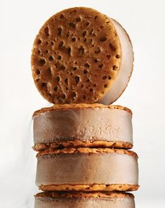 Chocolate-Creme Brulee Ice Cream Sandwiches The same custard used in the sophisticated creme brulee becomes a more casual treat when cooked in a baking pan, frozen, cut into circles, and then layered between crisp caramelized-sugar tuiles. Ice Cream Treats, Ice Cream Desserts, Köstliche Desserts, Frozen Desserts, Ice Cream Recipes, Frozen Treats, Delicious Desserts, Yummy Recipes, Plated Desserts