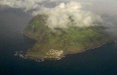 """O Corvo, nos Açores, tal como visto no filme """"É na Terra, não é na Lua"""", de Gonçalo Tocha*    EXTRA: Habilite-se a uma viagem de cinco dias para dois aos Açores - Participe no passatempo dedicado ao filme. Veja mais @ http://fugas.publico.pt/302670    MAIS: Saudades dos Açores? Passeie pel' As 9 maravilhas dos Açores, fotogaleria de Paulo Ricca, @ http://fugas.publico.pt/286736    *{Info sobre o filme @ http://cinecartaz.publico.pt/301687}"""