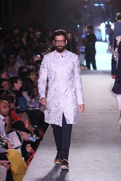 Manish Malhotra. LFW S/R 15'. Indian Couture. Indian Man, Indian Groom, Indian Men Fashion, Mens Fashion, Manish Malhotra Collection, Indian Male Model, Kamiz, Groom Outfit, Indian Couture