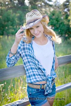 cowgirl senior portraits in Colorado Springs, CO by Black Forest Photography http://www.blackforestphoto.com #seniors #classof2016 #seniorpictures #cowgirl #seniorphotography