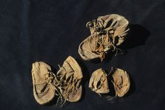 2,000-year-old Egyptian shoes found in temple walls. Seven leather shoes dating back 2,000 years have been found in the walls of a temple built for Amenhotep II. Two pairs were originally worn by children and were only about 7 inches long. Using palm fiber string, the child shoes were tied together within the single shoe (it was larger and meant for an adult) and put in the jar. Another pair of shoes, more than 9 inches long that had been worn by a limping adult, was also inserted in the…