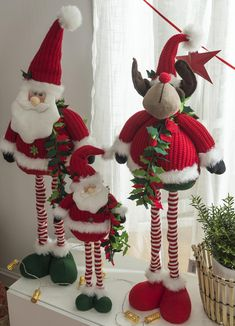 Pin by Instapictgram on Christmas Decoration Elf Christmas Decorations, Easy Christmas Ornaments, Gingerbread Decorations, Felt Christmas, Rustic Christmas, Christmas Projects, Simple Christmas, Christmas Knomes, Easy Halloween Crafts