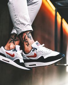 Nike Air Max 1 USA – 2003 (by needlehorse) - Sneakers Sneakers Mode, Best Sneakers, Air Max Sneakers, Sneakers Fashion, Fashion Shoes, Nike Sneakers, Retro Sneakers, Nike Retro, Retro Nike Shoes