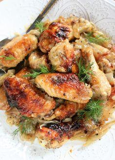 Polecam tę bardzo smaczną wersję skrzydełek, w marynacie miodowo-musztardowej, z czosnkiem; pieczonych na cebuli. Mięso jest wyjątkowo deli... Ga In, Polish Recipes, Bon Appetit, Chicken Wings, Poultry, Grilling, Avocado, Recipies, Spices