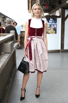 Dirndl made of velvet: the latest trend in traditional fashion. Find the most beautiful . - - Dirndl made of velvet: the latest trend in traditional fashion. Find here the most beautiful models and the matching dirndl blouse! Dirndl Outfit, Dirndl Blouse, Oktoberfest Outfit, Belted Shirt Dress, Tee Dress, Traditional Fashion, Traditional Outfits, Outfit Vestidos, Most Beautiful Models