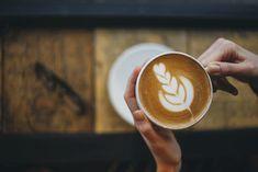 Kavárna v Praze na rychlé presso i dlouhý víkendový brunch. To je dejvické Místo Brunch, Latte, Drinks, Food, Beverages, Essen, Drink, Beverage, Yemek