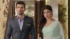 Tera fitoor is a very Beautiful fiction story . Stylish Girls Photos, Girl Photos, Mouni Roy Dresses, Marriage Images, Arjun Bijlani, Indian Bridal Outfits, Stylish Sarees, Bridal Blouse Designs, Dress Hairstyles