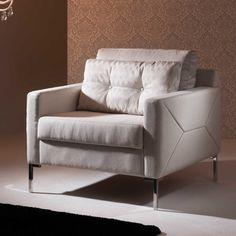 Poltronas complementam a decoração e garantem ainda mais conforto.