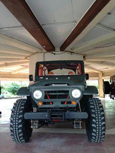 Fj 40 This thing is a tank! Toyota Lc, Toyota Fj40, Toyota Trucks, Toyota Cars, Jeep 4x4, Jeep Truck, Fj Cruiser, Toyota Land Cruiser, Adventure Car
