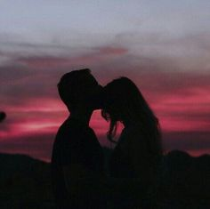 couple and kiss Relationship Goals Pictures, Cute Relationships, Cute Couples Goals, Couple Goals, Couple Shadow, La Reverie, Fantasy Magic, Couple Aesthetic, Aesthetic Art