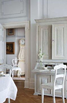 Swedish style love the mora clock Swedish Cottage, Swedish Decor, Swedish Style, Swedish Design, Cottage Chic, Swedish Farmhouse, White Cottage, Nordic Style, Scandinavian Interior