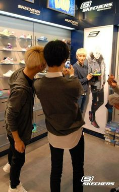 SHINee, Taemin was supposed to be taking a pic for Key, but instead was photographing JongHyun and himself lol