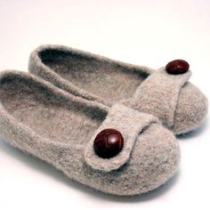 Constructed more like a shoe than a sock, these felted slippers will keep you stylish AND comfortable! Also great for gifts, as it is a very quick project! This pattern is written with a lot of detail