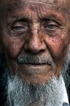 Pencil We Are The World, People Around The World, Photography Tips, Portrait Photography, Blue Eyed Men, Old Faces, Steve Mccurry, Digital Photography School, Portraits