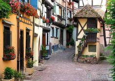 Colmar, Francia - Colmar es una aldea en el departamento de Haut-Rhin en Alsacia, en el norte de Francia. El pueblo es un miembro de la Les ...