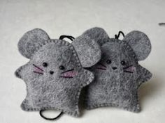 Cats Toys Ideas - Education and ICT 15 fantastic crafts to do with Felt - very sweet mice ornaments! ~M x - Ideal toys for small cats Crafts To Do, Felt Crafts, Fabric Crafts, Sewing Crafts, Sewing Projects, Mouse Crafts, Felt Projects, Felt Christmas Ornaments, Christmas Crafts