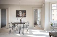 Råsundavägen 114, vån 1, Solna | Svensk Fastighetsförmedling Stockholm, Oversized Mirror, Table, Furniture, Home Decor, Decoration Home, Room Decor, Tables, Home Furnishings