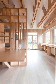 Plywood artist's studio by Ruetemple combines areas for storage, seating and sleeping. studio Artist's studio by Ruetemple is designed in a single wooden unit Home Art Studios, Art Studio At Home, Artist Studios, Art Studio Spaces, Rangement Art, Houses Architecture, Architecture Student, Plywood Interior, Deco Studio