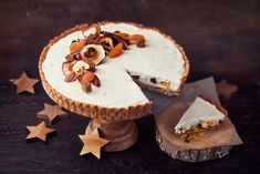 Jouluinen piirakka Christmas Baking, Feta, Dairy, Cheese, Desserts, Tailgate Desserts, Deserts, Postres, Dessert