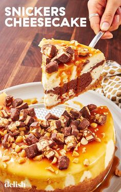 lovers, this cheesecake is your dream dessert. lovers, this cheesecake is your dream dessert. Snickers Torte, Snickers Cheesecake, Cheesecake Brownies, Cheesecake Recipes, Dessert Recipes, Dinner Recipes, Snickers Dessert, Snickers Recipe, Homemade Cheesecake