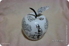 Здравствуйте жители страны ! А я опять с яблоками , хочется и мне что то иметь ,  а то старые все разбежались . А так как сделала для фото в мастерклассе 4 листика , ну не пропадать же добру ! фото 1