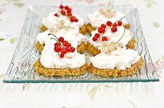 Sitruunaiset herukkaleivokset Cheesecake, Desserts, Food, Tailgate Desserts, Deserts, Cheesecakes, Essen, Postres, Meals