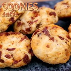 Cookies salés au chorizo - All of The Video Channels are here - The Best Videos Apple Recipes, Vegan Recipes, Cooking Recipes, Brunch, Chorizo, Cookies Et Biscuits, Food Items, Quick Easy Meals, Finger Foods