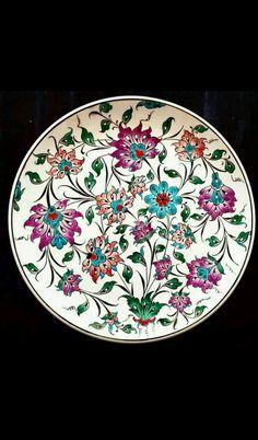 Ceramic Plates, Porcelain Ceramics, Ceramic Pottery, China Painting, Ceramic Painting, Paisley Art, Turkish Art, Plate Art, Ceramic Design