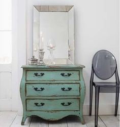 captures the shabby chic glamour look I love