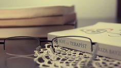 """Prof. Dr. Kemal Sayar kitap hakkında şöyle yazıyor: """"Sûfi ile Terapist çok kapsamlı ve güzel bir çaba. Bu alanda öncü bir çalışma olmuş. Tebrik ediyorum."""""""